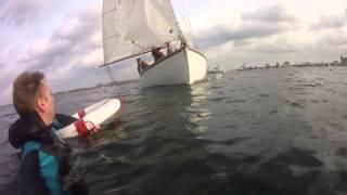 """Råvideo af gaffelriggerøvelse: """"Mand over bord"""" d. 28. september 2014 (POV: manden i vandet)"""