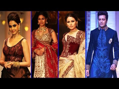 Ritesh & Genelia  With Models On Ramp for India Bridal Fashion Week 2013!!