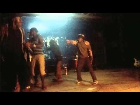 ado bizness aki perfoam live show chuo cha sanaa(bagamoyo)