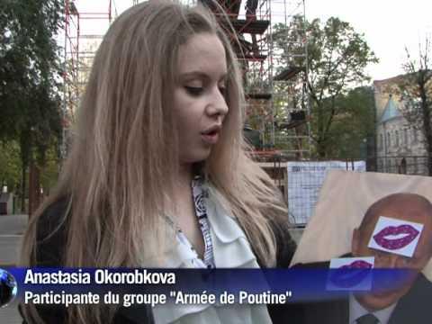 De jeunes Russes admiratrices fêtent l'anniversaire de Poutine