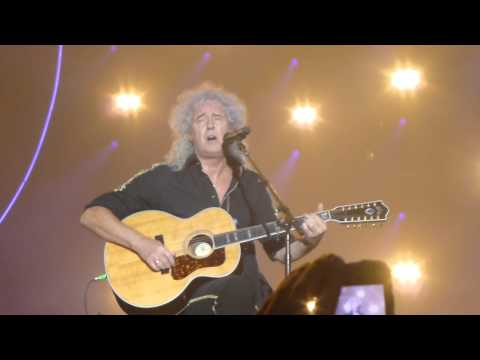 Brian May sings Fog on the Tyne.  Metro Radio Arena 13/1/15