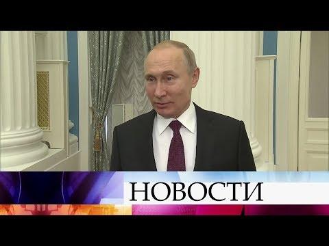 Владимир Путин одобрил идею избранного президента Украины о выдаче паспортов россиянам.