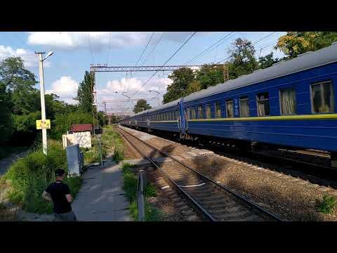 ЧС2КВР-453 поезд ✓232П Геническ - Ивано-Франковск и ЧС7-314 поезд ✓243Л Ивано-Франковск-Бердянск