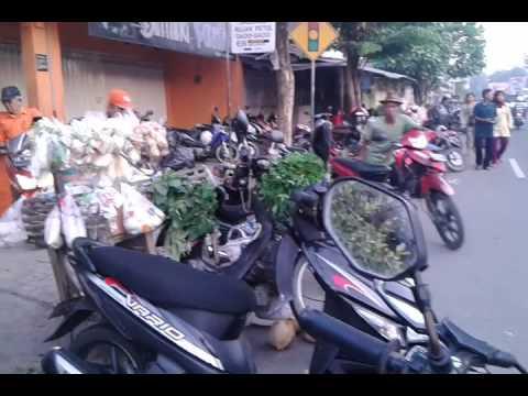 Pasar sayur sumoroto di pagi hari