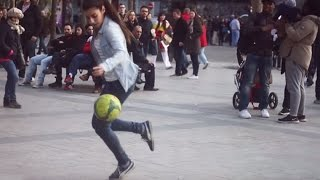 MUJER HUMILLA A HOMBRES CON SU FÚTBOL FREESTYLE ★ HD ★ Woman humiliates men with their freestyle