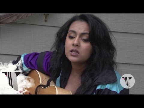 "SXSW 2016: Bibi Bourelly Performs Unreleased Song ""Sunshine"" in Our Backyard 