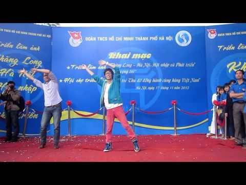 Flash Mob Khăn Quàng Thắp Sáng Bình Minh