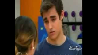 Leon y Violetta Waiting Outside The Lines
