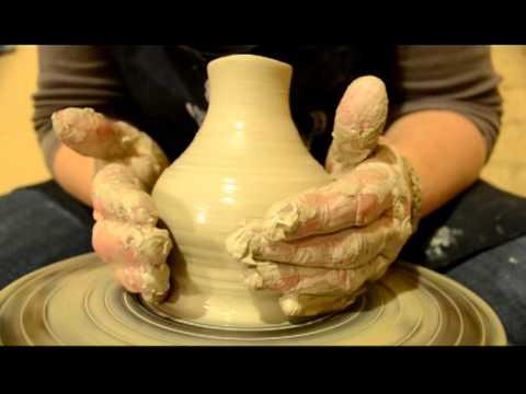 Torno alfarero patero peque o florero alfarer a en el for Arcilla para ceramica