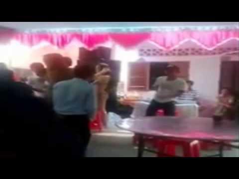 Chân dài nhảy thoát y trong đám cưới