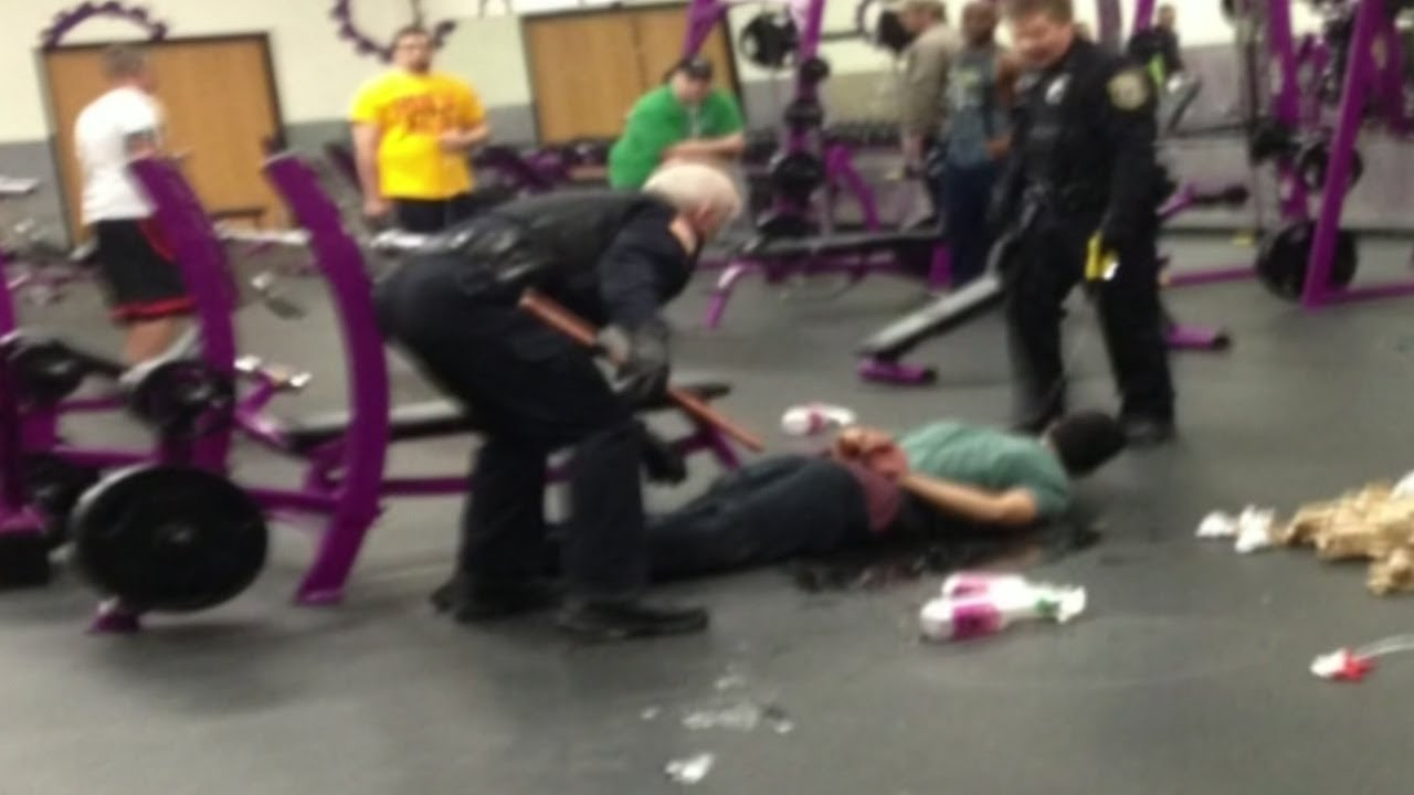 Man With Knife Runs Into Planet Fitness Youtube