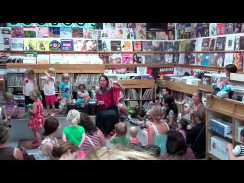 """Boo Boo Records- toddler sing-along to Ivan Ulz' """"Firetruck"""""""