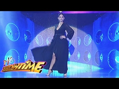 it's-showtime:-pia-wurtzbach's-miss-universe-walk