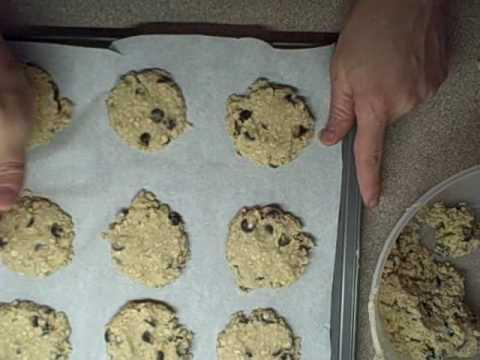 Chocolate Chip Oatmeal cookies / Raisin Oatmeal Cookies ...