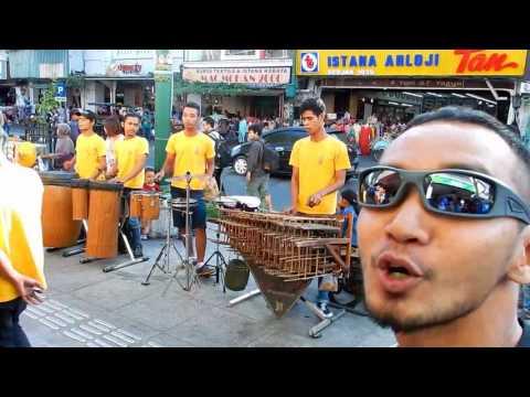 Prau Layar -Angklung Carehal Yogyakarta ft. saya.. full video.