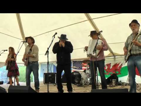 The Red Hillbillys@Rockfields Country Music Fest....Wagon Wheel..