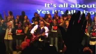Israel Houghton - Jesus Be The Center of It All / Moving Forward Live!