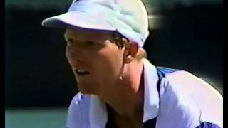 Courier hits umpire after argument