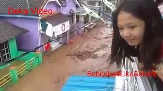 Download Video BANYUWANGI BERDUKA#BANJIR BANDANG TERPARAH Di jawa timur..!!! MP3 3GP MP4