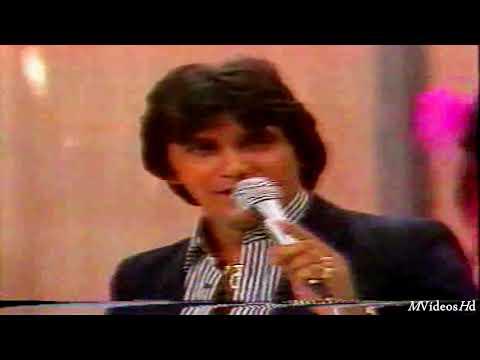 Carlos Alexandre canta
