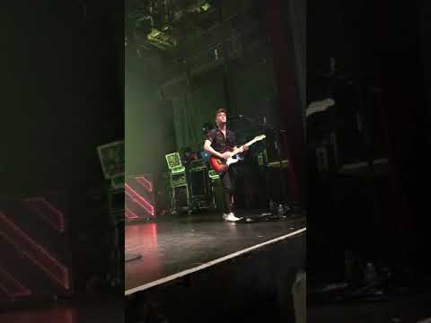 The Vamps - Talk Shows/ I Love Loving You (Connor & James Songs) (Live) (Paris. 18/05/2018)