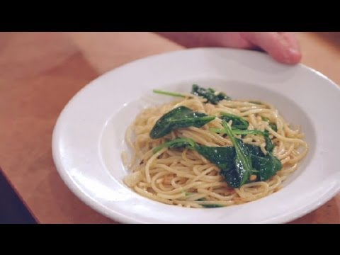 Pasta With Garlic, Oil & Spinach: Italian Dishes