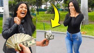 Le regalo $10,000 a desconocidas y así reaccionan
