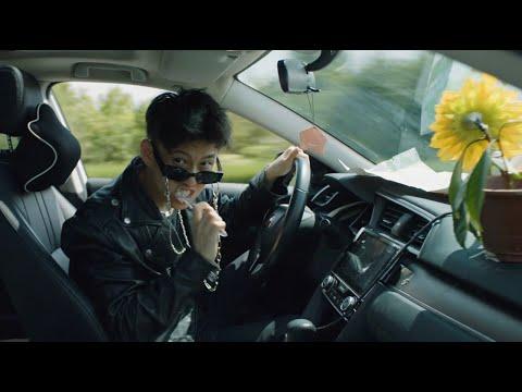 Смотреть клип Rich Brian - Doa
