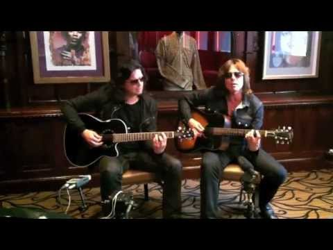NOT SUPPOSED TO SING THE BLUES - Acoustic - Hard Rock Cafe, Paris