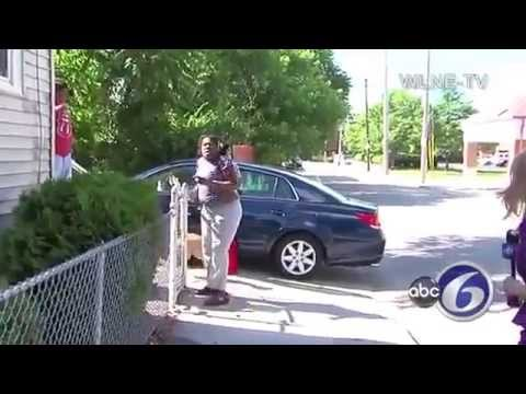 Woman sicks dogs on TV reporter Lady