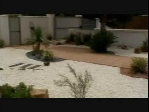 Jard n de grava y tepes de cesped natural en chiclana for Decoracion jardin grava