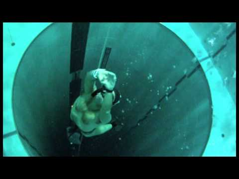 Тренировки апноэ в самом глубоком бассейне мира - Y-40 The Deep Joy - The deepest pool in the world