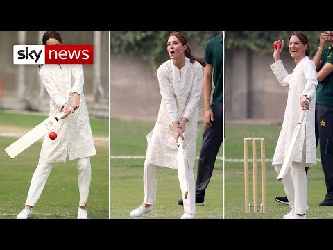 William and Kate bowl over royal fans in Pakistan