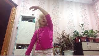 Соньчик пончик. Софья дома. Софья танцует. Поет песни Соньчик пончик.