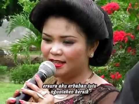 Adu perkolong-kolong  Anita Br Sembiring (Kelam kelam)