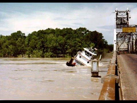 barge tug crash
