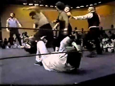 Jerry Lawler Beats Off Five Wrestlers! (1981) First Family Beatdown Fails - Memphis Wrestling