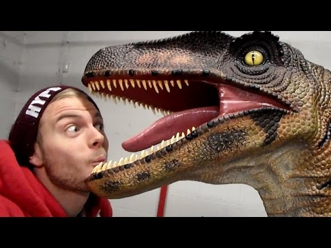 SquiddyVlogs - BOB THE VELOCIRAPTOR! [12]