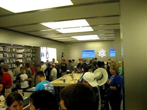 Apple Store Winnipeg Is Open