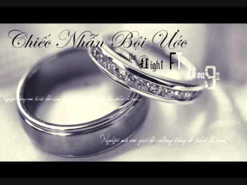 Chiếc Nhẫn Bội Ước - Nou9z ft. The Night: Comment and rate :x Download: http://www.mediafire.com/?lu3kt7x3p9wwkdn  Intro :  Chúc em ngày cưới vui vẻ... dù chú grể hôm ngày hôm nay ko fảii anh  nhưng....a rất vui khi thấy em đc hạnh phúc...chúc mừng em còn chiếc nhẫn này em đừng giữ nó nửa  Ver 1 :  Khi nước mắt rơi... Anh sẽ giấu đi không cho em thấy bởi vì anh bik ngày tới Là 1 ngày vui,ngày hạnh phúc,la` ngày trọng đại ở trong đời  Người yêu của anh sẽ là cô dâu,ngồi lên xe hoa đi về nơi đâu Chiếc nhẫn trên tay em đang đeo có lẽ là ko phải của anh  Kĩ niệm trong tim em mang theo có lẽ đó không phải là anh.. Có còn không những đêm trời mưa ta ôm lấy anh em đã ước Sẽ có 1 ngày ,anh nắm tay em,lối vào giáo đường ta cùng bước Va` rồi...giấc mơ của em đã thành sự thật....nhưng người cùng em trao lời hẹn ước trước mặt cha sứ không phải là anh...  Chút hạnh phúc mong manh nhỏ nhoi của anh là thấy em vui vẽ Em nở nụ cười khi bên người ấy và hãy sống tốt lên em nhá Còn anh thì... Anh sẽ quay lưng như 1 người lại không hề quay lại không rơi nước mắt,để khỏi vương vấn giây phút chia xa  Chiếc nhẫn cưới còn đây  Tình yêu sao tìm hoài không thấy  Và anh đã hiu~ hết tấc cả  Em a`   Hook : chiếc nhẫn đã trao cho em  nay còn in dấu nay h đâu !?? trong bao nhiu yêu dấu kĩ niệm thẫm thấu trong con tim này đã chìm sâu a mún em bik chỉ có con tim a và e nó mới thuộc về nhau.. đôi chân đã in dấu a mún way về nơi bắt đầu... nơi mà có a và e a đang cố gắng nói 1 câu... là ai iu em mãi mãi ...đến muôn ngàn sau nhưng sao hiện thực ko fải như vậy và e đã là cô dâu e đã wên rồi ng` yêu dấu  bao nhiu lời thề bao lời hẹn ước h trôi theo nước nay còn đâuu....  ver 2 :  ng` mà em gọi là ck` đáng lẽ fải là a !  tại sao bây h bội ước em bước thêm 1 bước nửa wên tình a ! trong cô đơn a thầm nguyện ước có em bây h chứ ko fải chỉ có 1 mình a ! bao ngày wa ko gặp a bik bởi vì e trốn tránh  nhìn em h.p trong ng` cưới a ko bik nên khóc hay nên cười trái tim bắt buộc wên 1 ng`  a bik a chỉ = 1 phần 10 c