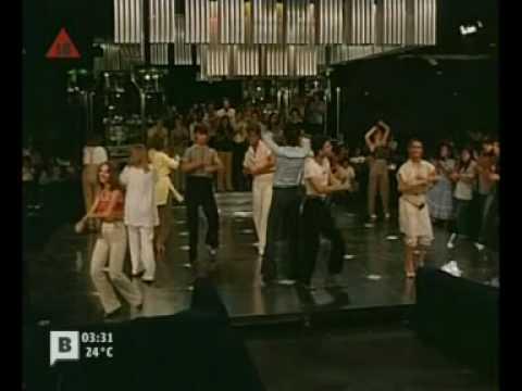NUNCA EN HORAS DE CLASE (escena baile 1)