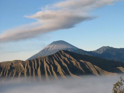 بركان -سيابونغ- يقذف سحب الرماد 5 كيلومترات في السماء  - نشر قبل 1 ساعة