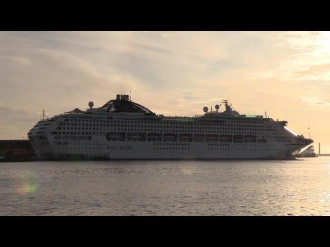 P&O Cruise 'Oceana'  Late Arrival Into Southampton 22/12/19