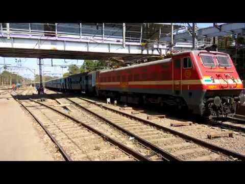 12142 Patliputra LTT Express arriving at Kalyan