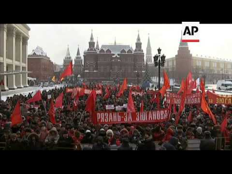 Communists protest by Kremlin's wall; lay wreath at Lenin's mausoleum