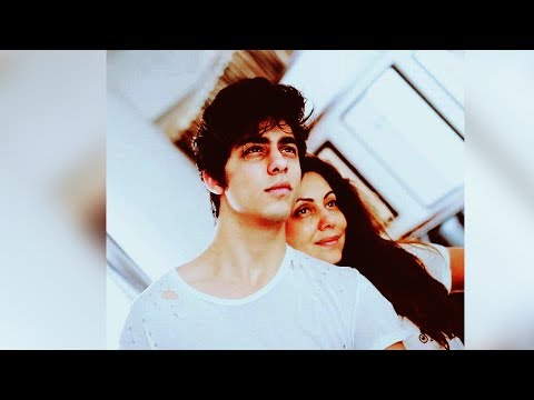 Thumbnail: Aryan Khan DITCHES Father Shahrukh Khan, Poses With Mom Gauri On Father's Day