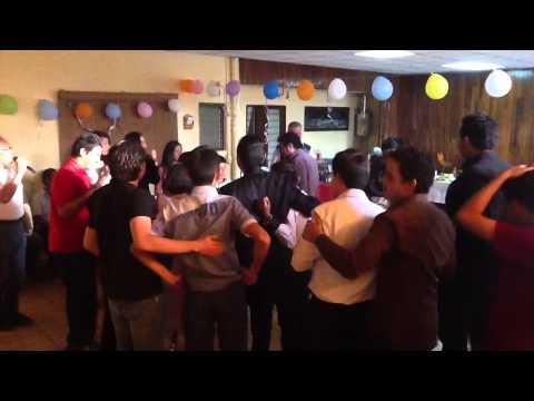 Cmo organizar una fiesta para adolescentes: 15 pasos