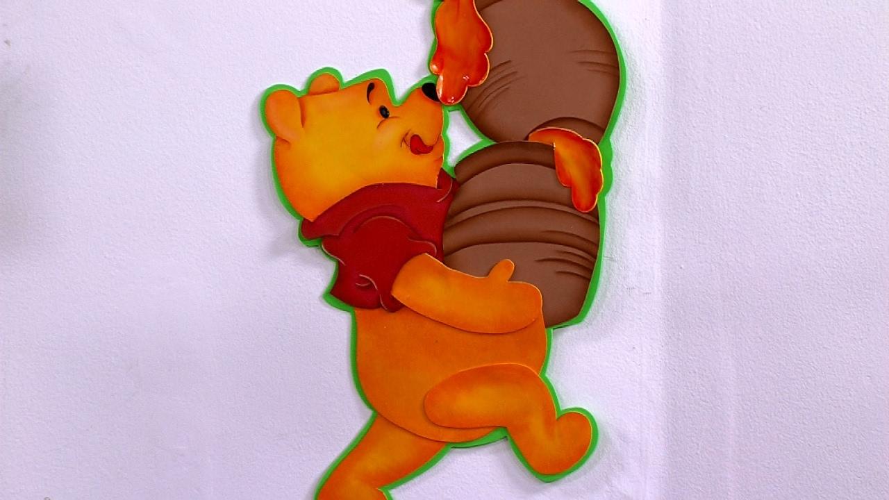 Como Hacer una Decoracion y un Maquillaje de Winnie Pooh en Foami ...