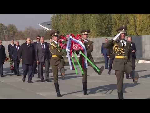 С.Лавров возложил венок к Мемориалу памяти жертв геноцида армян, Ереван, 11 ноября 2019 года