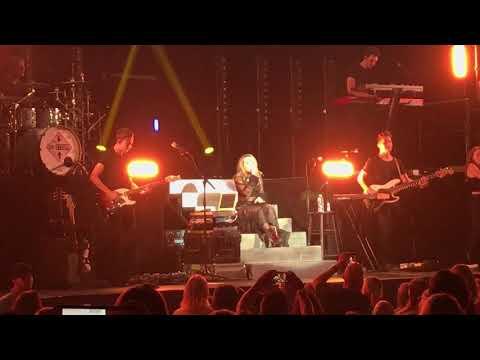 Hands - Sabrina Carpenter - DeTour Atlanta 2017 streaming vf